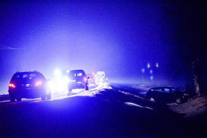 Pakettiauto törmäsi hirveen, hirvi lensi päin toista autoa Rovaniemellä - yksi henkilö tarkastettavaksi sairaalaan
