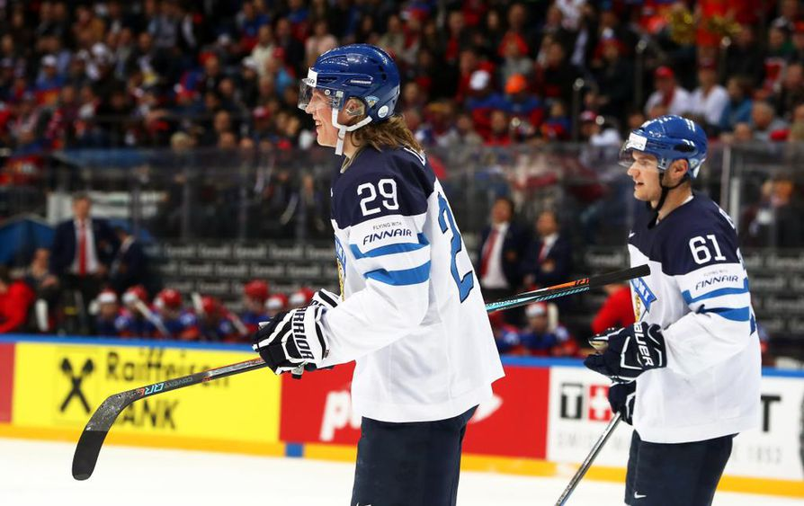 Patrik Laine osallistui vuoden 2016 MM-kisoihin Venäjällä. Oikealla Aleksander Barkov. Arkistokuva.