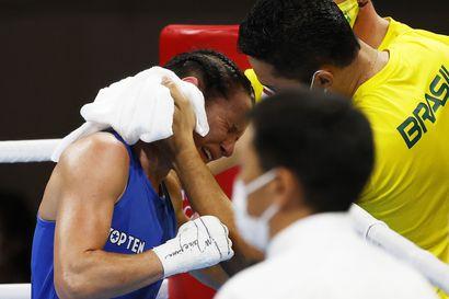 Lyödyn nyrkkeilijän lohduton itku – pronssimitalisti Mira Potkosen ura päättyi, ja tuleva on hänelle vielä hämärän peitossa