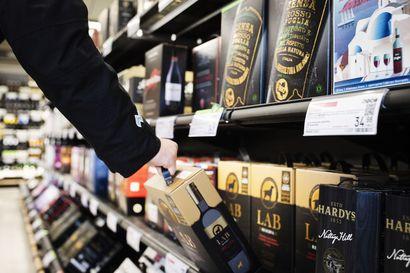 Lapissa on ostettu korona-aikana enemmän alkoholia, mutta viinaa on juotu vähemmän kuin ennen – rajoitukset ohjasivat ostoksille kauppaan