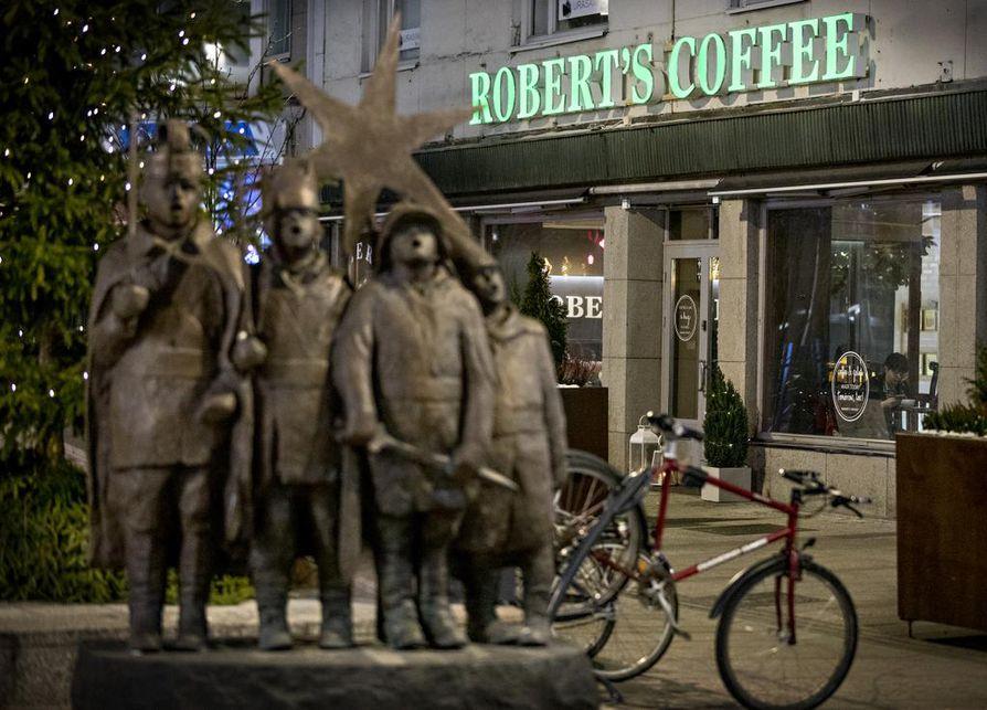 Kirkkokatu 16:ssa sijainnut Robert's Coffee muutti osoitteeseen Isokatu 28.