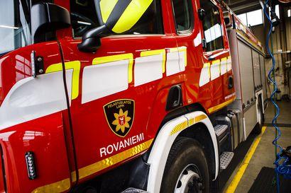 Pakettiauto kiepsahti kyljelleen kolarin voimasta Rovaniemellä