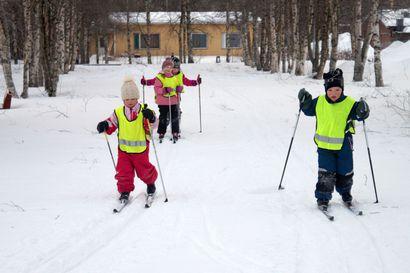 Paavalinpuiston hiihtokausi alkuun – valaistu latu kutsuu kaikenikäisiä