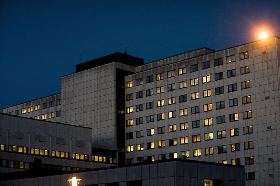 Toimituksen tietojen mukaan Tampereen yliopistollinen sairaala tiedotti sädesienilöydöksistä koko henkilöstölleen vasta viime torstaina, vaikka mikrobivaurioista laadittiin raportit jo viime keväänä.
