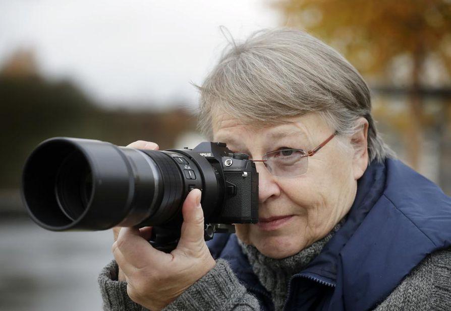 Raija Väyrynen kuvaa luontoa ja ihmisiä Hietasaaressa ja Hailuodossa.