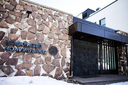 Rovaniemellä rynnäkkökiväärin anastaneelle yliluutnantille yli kaksi vuotta vankeutta – syyte ex-puolison surmaamisen valmistelusta kaatui hovissa