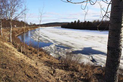 Tulvan huippu aikaistuu nyt Ivalojoen alueella, lumi sulaa nopeasti