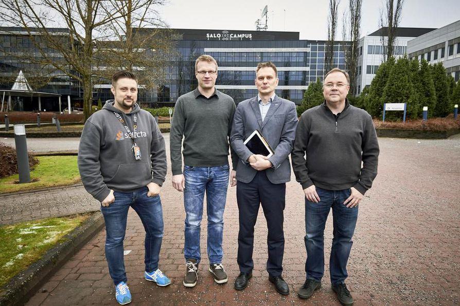 Sami Metsäperä (vas.), Juha Borenius, Jukka Brandt ja Jari Surakka työskentelevät yrittäjinä Nokian ja Microsoftin vanhoissa tiloissa Salossa.