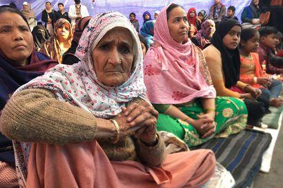 Kävimme tapaamassa protestoivia naisia, jotka ovat laulaneet Delhin mummoprotesteissa jo viikkoja – Intian uusi kansalaisuuslaki jätti muslimit ulkopuolelle