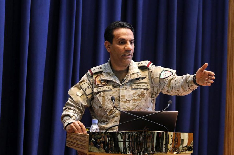 Eversti Turki al-Malik kertoi kertoi saudien vetämän koalition tuhonneen neljä kohdetta, joissa koottiin kauko-ohjattavia veneitä ja merimiinoja. Al-Malik arkistokuvassa.