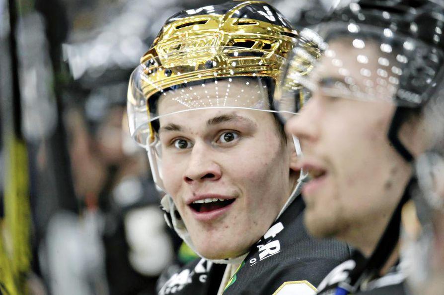 Kärppien kultakypärä Jesse Puljujärvi lisäsi perjantaina maalisaldoaan yhdellä osumalla.