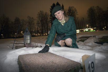 Iina Tuomela, 22, asettuu itsenäisyyspäivänä kunniavartioon Intiön hautausmaalle samanikäisen Aino Keräsen sankarihaudalle