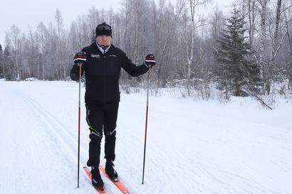 Hiihdosta monia terveysvaikutuksia – hiihtovalmentaja kertoo miten hiihto vaikuttaa terveyteen