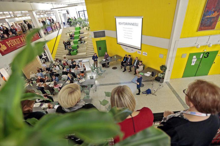 Oulun yliopisto on toiminut Pohjois-Suomen parhaaksi jo 60 vuotta. Myös globaali vaikutus on merkittävä, sillä lähes kolme miljardia ihmistä maailmassa käyttää Oulussa kehitettyä teknologiaa päivittäin.