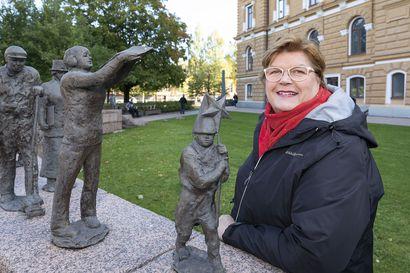 Yksinyrittäjä Maija-Leena Rissanen houkuttelee tilaisuuksiin mukaan verkostoitumaan ja tapaamaan muita vastaavassa tilanteessa olevia yrittäjiä