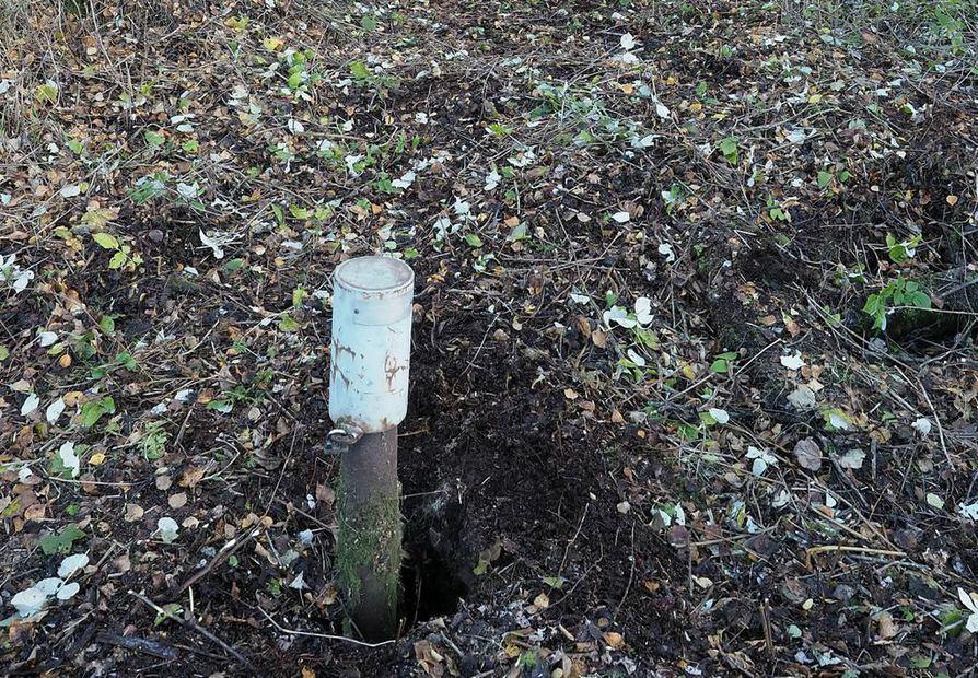 Tupoksen syväreika Limingassa sijaitsee pellon laidassa ison ojan takana. Kesäkuussa sen ympärillä alkaa taas tapahtua.