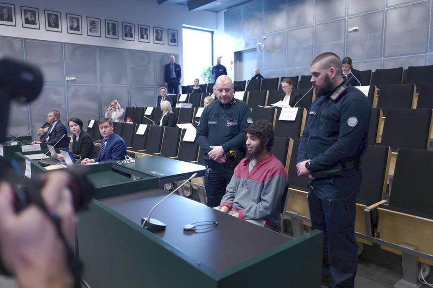 Turun joukkopuukotuksen oikeudenkäynti jatkui tiistaina Turun vankilassa.