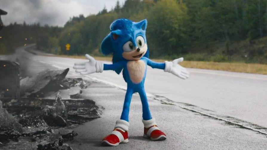 Sonic-siilin olemus oli ensimmäisessä teaserissä selvästi ihmismäisempi kuin lopullisessa elokuvassa. Yleisöltä saadun negatiivisen palautteen vuoksi hahmon ulkomuoto päätettiin muuttaa lähemmäksi peleissä nähtyä.