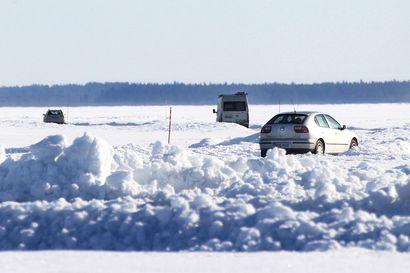 Tiellä liikaa vettä – Hailuodon jäätie on toistaiseksi suljettu, autolautta liikennöi aikataulun mukaisesti