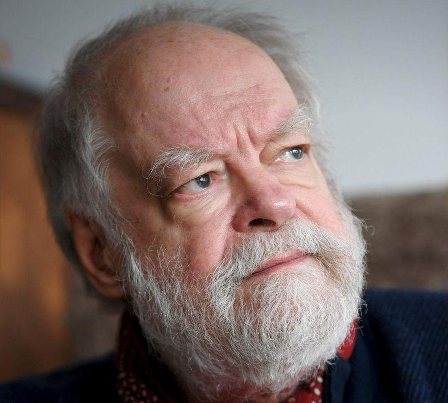 """Pitkälti yli 50 vuoden säveltäjänuran tehnyt Kaj Chydenius musisoi lokakuun lopussa Helsingin Finlandia-talolla kahdessa loppuunmyydyssä juhlakonsertissa. """"Olen kiitollinen kuulijoista"""", hän sanoo."""