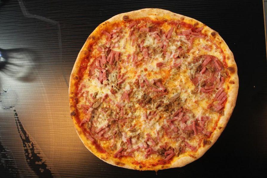 Pizza toimii kyllä kätevänä nälän sammuttajana, mutta sen suurempia makuelämyksiä se ei tuo testaajalleen.