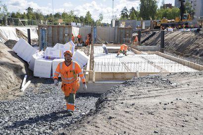 Työvaatesuunnittelussa on huomioitava paahtavat helteet –Lipporannan rakennustyömaalla tiedostetaan lämpöhalvauksen riskit