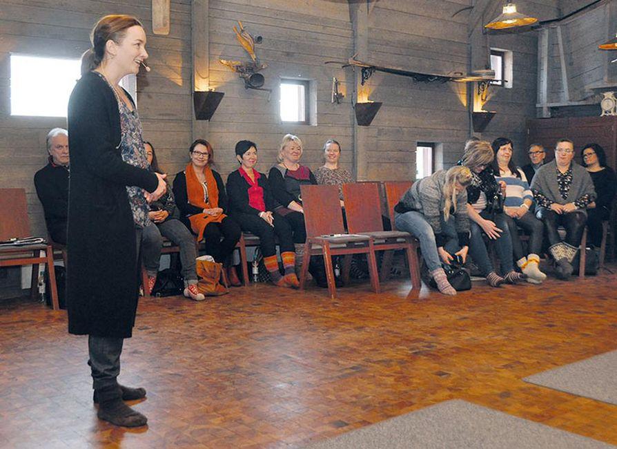 Tuija Nuojua kävi puhumassa ja kouluttamassa Pohjois-Pohjanmaan yrittäjiä vuorovaikutuksen  tärkeydestä Paikallisen  vaikuttamisen päivässä  tammikuussa.