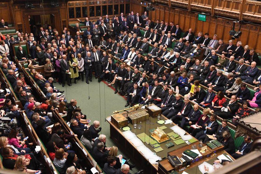 Britannian parlamentin alahuone lykkäsi äänestystä EU-erosopimuksesta lauantaina. Alkuviikosta parlamentin on tarkoitus äänestää sekä brexit-lainsäädännöstä että sopimuksesta.