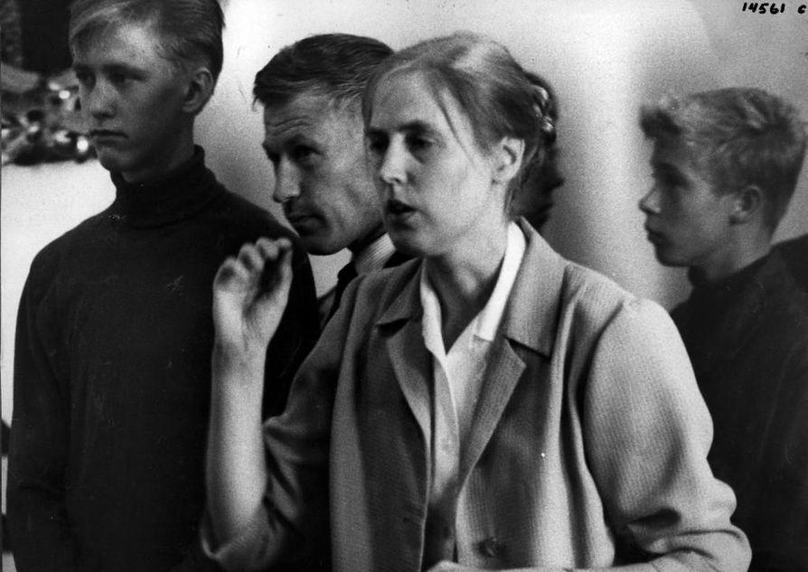 Oulun profetiaa eli Heinoslaisuutta johti lääninhallituksessa kanslistina työskennellyt Laila Heinonen.