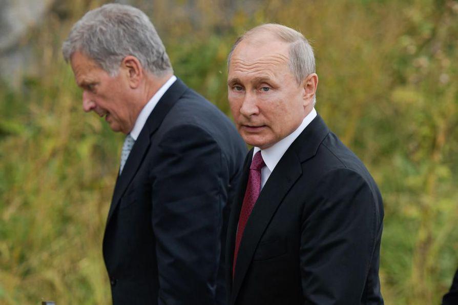 Venäjän presidentti Vladimir Putin (ok.) ja Suomen presidentti Sauli Niinistö kävivät keskiviikkona Suomenlinnassa Helsingin edustalla.