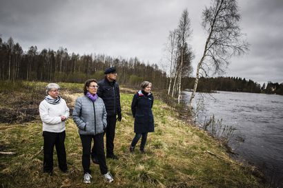 """Tällä paikalla 13 lasta ja nuori mies vajosivat tulvivaan jokeen – Lapin synkimmästä onnettomuudesta on tänään kulunut 65 vuotta: """"Kannan surua hautaan saakka"""""""