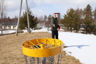 Jyrkkäkosken frisbeegolfradan kymppitonnista äänestettiin Pudasjärven kaupunginvaltuustossa talousarvion käsittelyn yhteydessä