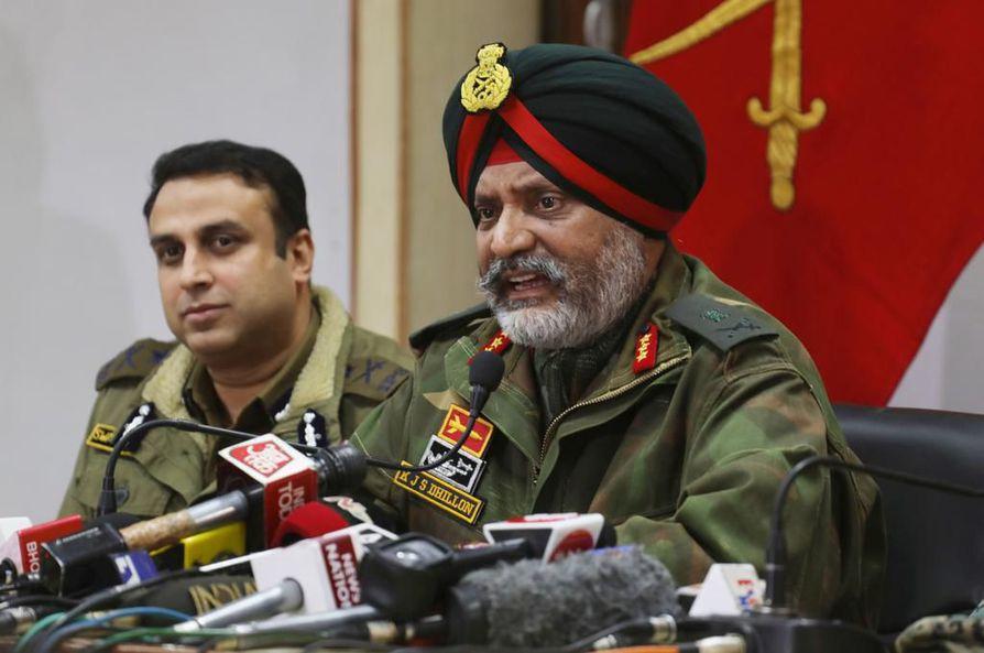 Intian armeijan Kanwal Jeet Singh Dhillon (oik.) syytti Pakistania Intiassa tapahtuneen terrori-iskun suunnittelusta.