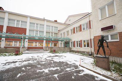Raahen lukiossa uusi joukkoaltistuminen – lukio siirtyy etäopetukseen itsenäisyyspäivään saakka