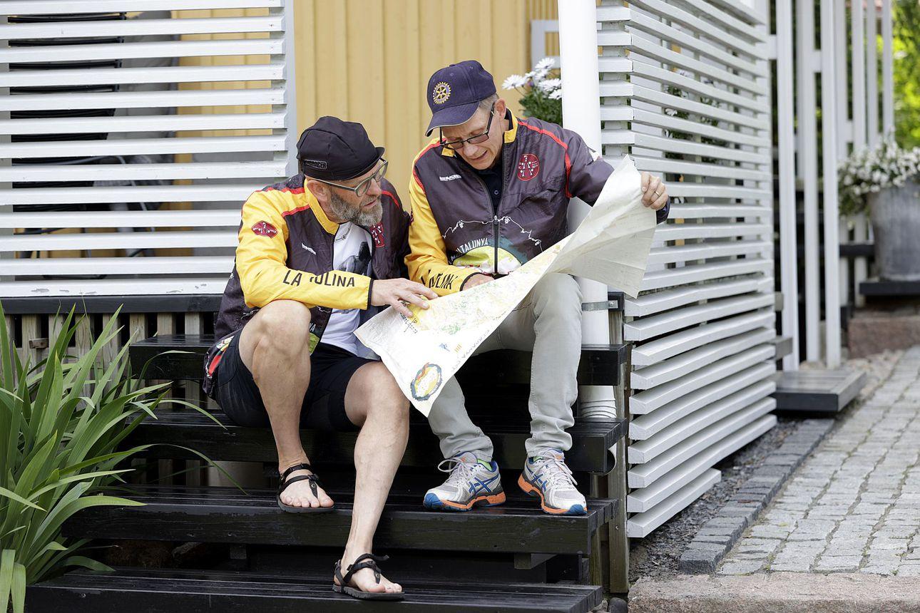 Oululaiset Eero Moilanen ja Hannu Lempinen joutuivat turvautumaan hätäpisteeseen rogainingin MM-kisoissa Espanjassa – miehet selvisivät maaliin ehjin nahoin 23 tunnin rypistyksen jälkeen