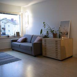 Arkkitehtiopiskelijan koti on sisustettu todella pienellä budjetilla – katso kuvia seesteisestä asunnosta
