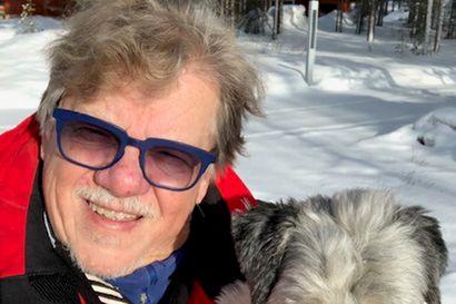 Mikko Alatalo: Pilasin Suomen nuorison esittelemällä Sex Pistolsin – 70 vuotta täyttävä laulajaikoni jatkaa lauseita