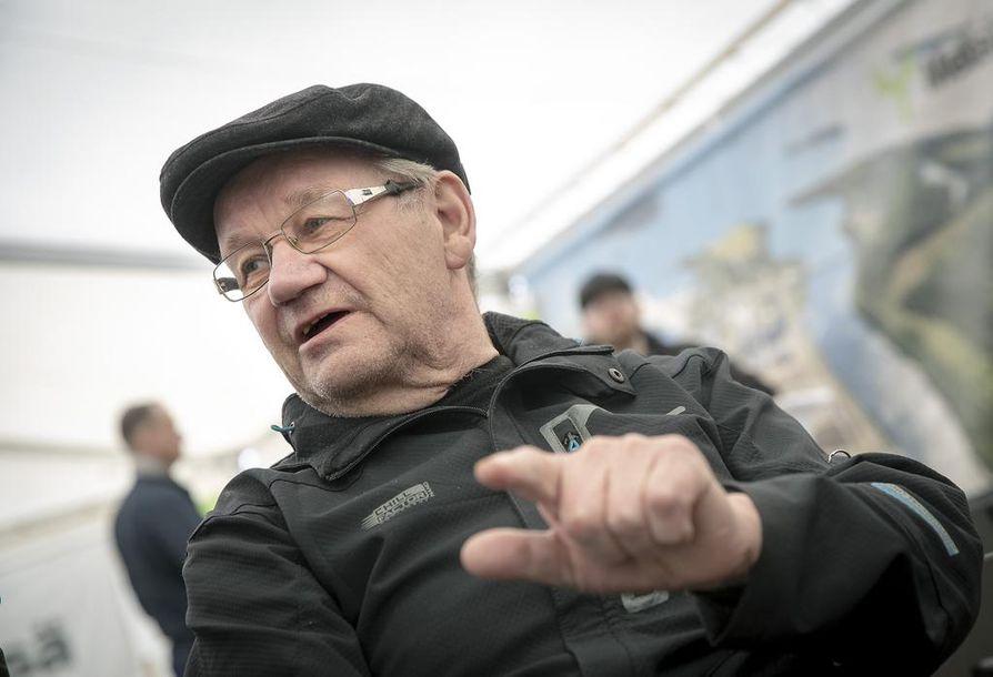 –Se hieman huolestuttaa, että etelän viherpiipertäjät ja vasemmisto- liittolaiset koettavat kyseenalaistaa uuden tehtaan, Timo Korhonen sanoi.