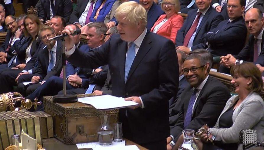 Britannian pääministeri Boris Johnson puhui parlamentissa maanantaina ennen istuntotaukoa.