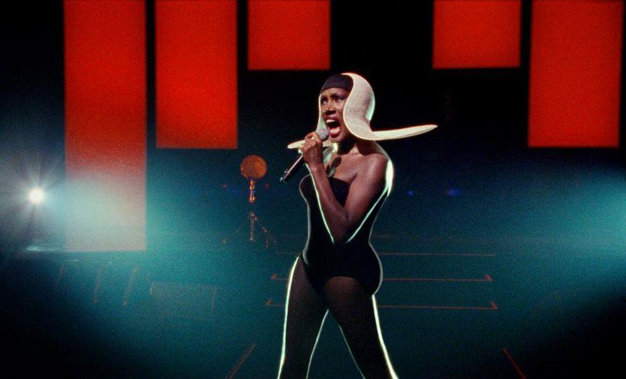 Grace Jones: Bloodlight and Bami on muotokuva oman tiensä kulkijasta. Elokuva nähdään perjantaina.