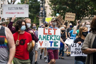 Edustajainhuone äänestää 25 miljardin rahoituksesta talousvaikeuksissa olevalle postilaitokselle Yhdysvalloissa – demokraattien huolena postiäänestyksen onnistuminen marraskuun vaaleissa