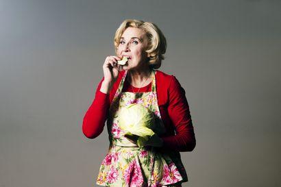 Näyttelijä Eija Vilpas paljastaa suosikkireseptinsä – toista tehdään ystävän kanssa talkoilla, toinen on suvun ikisuosikki