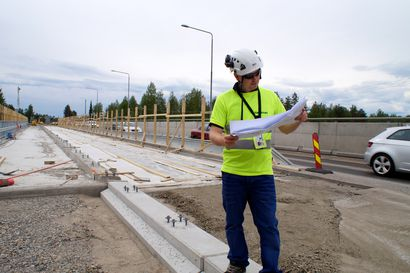 Iijoen siltatyömaan liikennevalot ajastetaan juhannusruuhkan mukaan – monipuoliset korjaustyöt edenneet aikataulussa