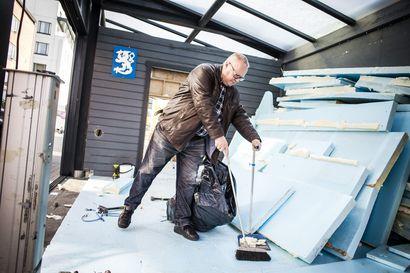 """Rovaniemen kävelykadun terassiyrittäjä joutui taas talvea vasten purkuhommiin – """"Järkyttävä päätös, yrittäjiltä viedään toimintaedellytykset"""""""