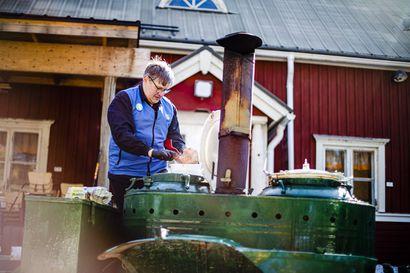 """Rovaniemen Sinetässä jaetaan ilmainen keittolounas eristyksessä oleville ikäihmisille – tempauksesta on kasvanut koko kylän yhteinen projekti: """"Tämä, jos mikä pitää kylän hengissä"""""""