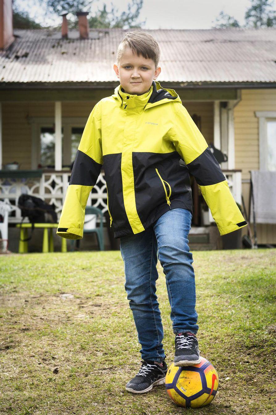 Eetu Svärd on pelannut jalkapalloa kolmivuotiaasta lähtien. Jalkapallotreenejä on kolmesti viikossa.