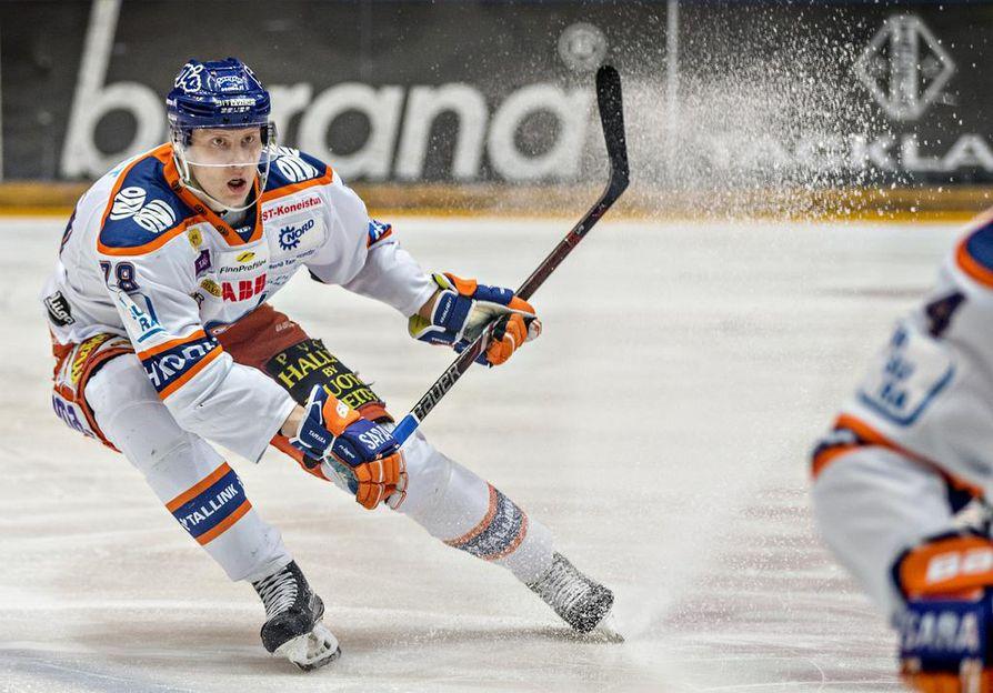 Niko Mikkola jätti kotimaan liigakaukalot taakseen kevään 2018 jälkeen. Silloin hän edusti vielä Tapparaa.