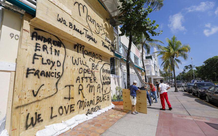 Miamissa ravintoloita on suljettu tulevan myrskyn vuoksi.