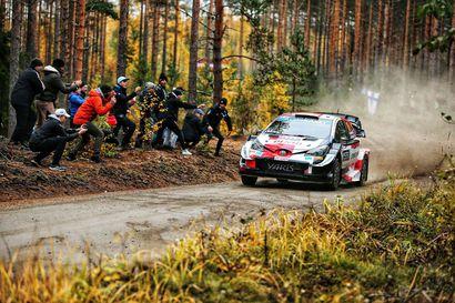 Toyota-pomo Latvala yllättyi Hyundain vauhdikkaasta menosta - Esapekka Latvala säväytti Jyväskylän MM-rallin avauspäivänä