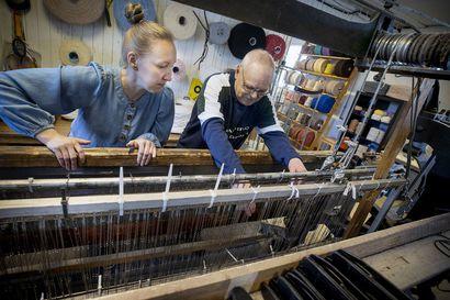 Kun työn todellinen luonne selvisi, moni ostajaehdokas katosi – Kempeleen mattokutomon aiempi yrittäjä Sauli Annola iloitsee saatuaan jatkajakseen oppimishaluisen käsityöharrastajan